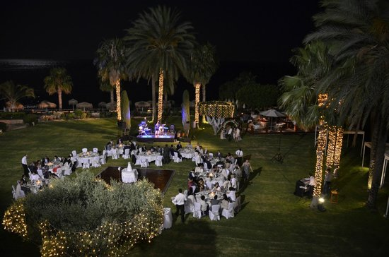 Columbia Beach Resort Pissouri : View of the garden from an executive suite when there is a wedding!