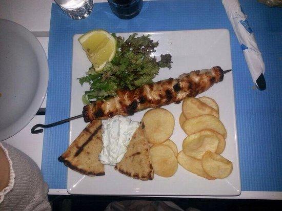 Fanari Restaurant: Spiedone di pollo con Pita e patate