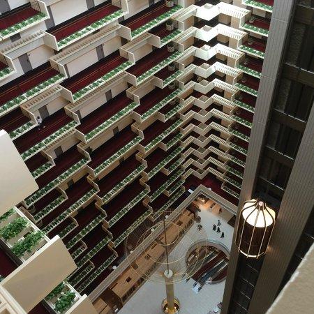 Hyatt Regency Atlanta : Lobby from the 22nd floor