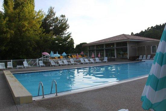 Club Domaine de Château Laval : piscina