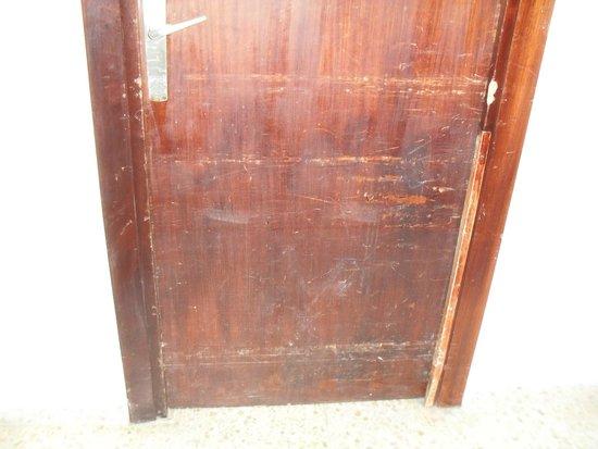Sirenis Cala Llonga Resort: La porta di fianco alla nostra.....