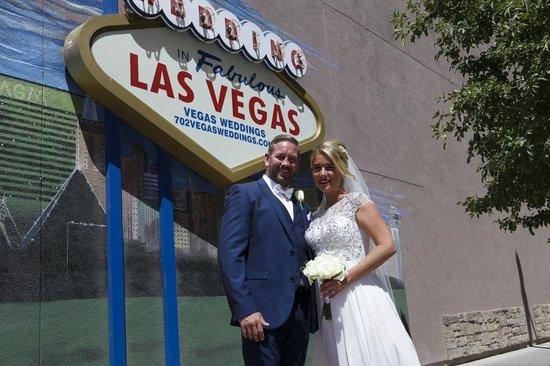 Vegas Weddings: Outside Chapel
