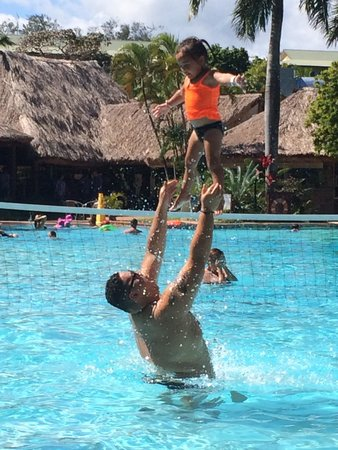 Outrigger Fiji Beach Resort: Playtime at the outrigger