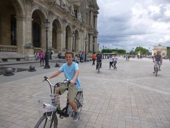 Paris Charms & Secrets Tours : 13 year old son at the Louvre