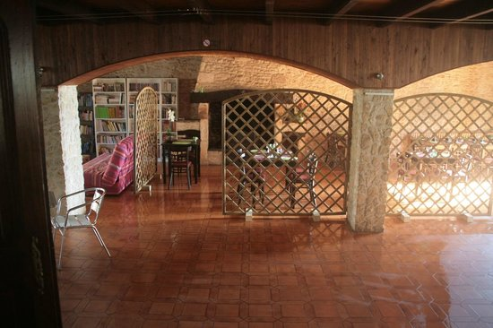 La salle de la crêperie La Cyber Taverne avec l'espace détente
