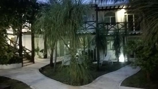 Apart Hotel Casaejido: la misma entrada desde otro angulo