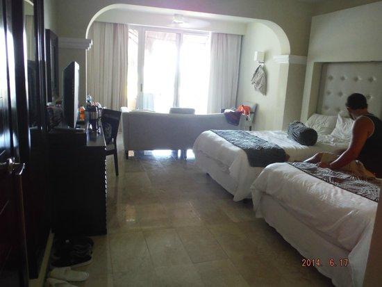 Grand Sunset Princess All Suites Resort : room