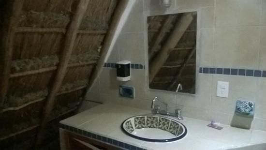 Apart Hotel Casaejido: este es el baño dispuesto para uno de los alojamientos individuales del area de la casa grande..