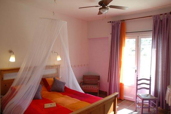 Casa Rural La Datilera: Habitación violeta