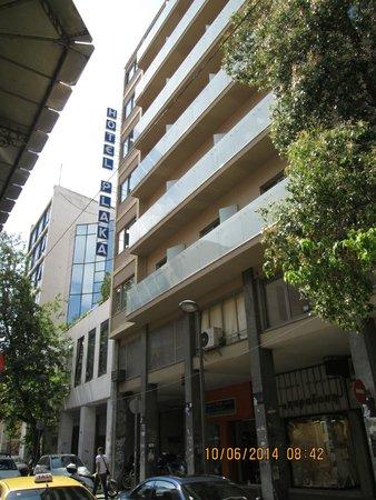 Plaka Hotel: Hotel Plaka from Mitropoleos Street