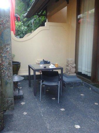Tanah Merah Art Resort : small patio