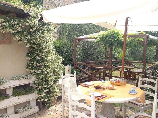 B&B Giannetti: colazione in giardino