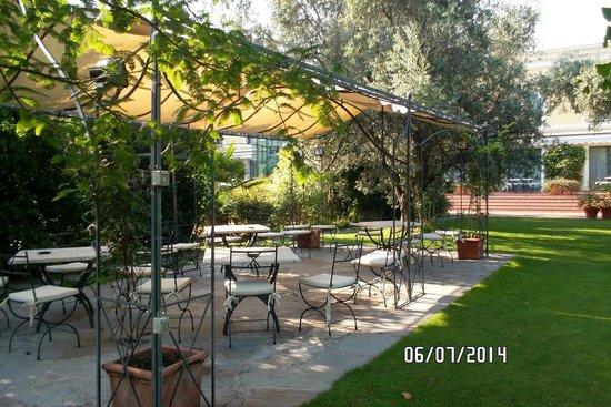 Hotel Touring: Ruhiger Platz im Garten