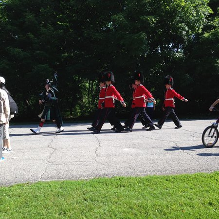 Rideau Hall : Marching to the Changing of the Guard