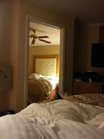 Millwood Inn & Suites: seperated cozy bedroom
