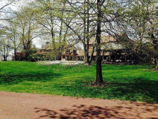 Joseph Ambler Inn: Front Lawn Reception Site