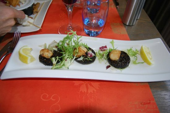 Harry's: Scallops and black pudding starter