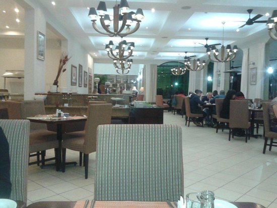 Protea Hotel by Marriott Livingstone: Dining area