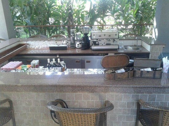 Protea Hotel Livingstone : Bar by the pool