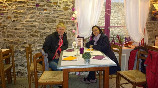Creperie Les Fougeres: Zina and Cherry