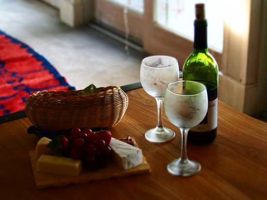 Bridgeton House on the Delaware: Wine and Cheese Tray