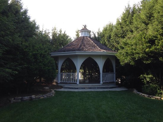 Nesselrod Bed and Breakfast: Gazebo. Great spot for a wedding