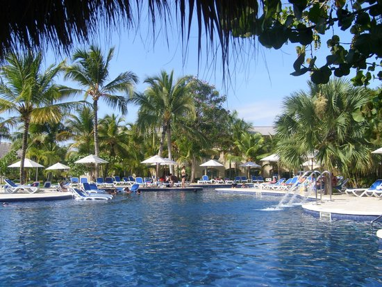 Memories Splash Punta Cana : Our view at the pool