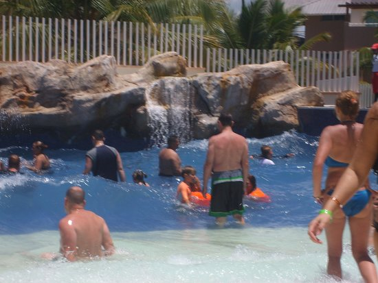 Memories Splash Punta Cana : The wave pool is awesome