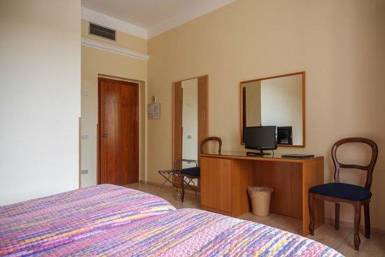 Hotel Basilea: Camera Doppia
