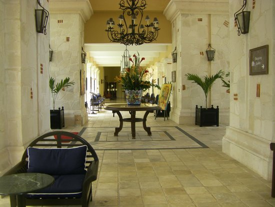 Royal Hideaway Playacar: Resort hotel foyer. Welcome to RH!