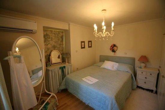 Sofi's Suites: Κρεβατοκάμαρα