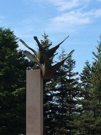Thunder Bay Tourist Pagoda : Canadian geese Sculture
