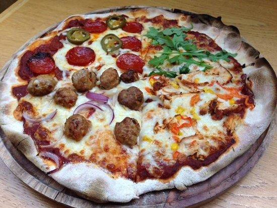Bunker Bar Restaurant: Our pizza's
