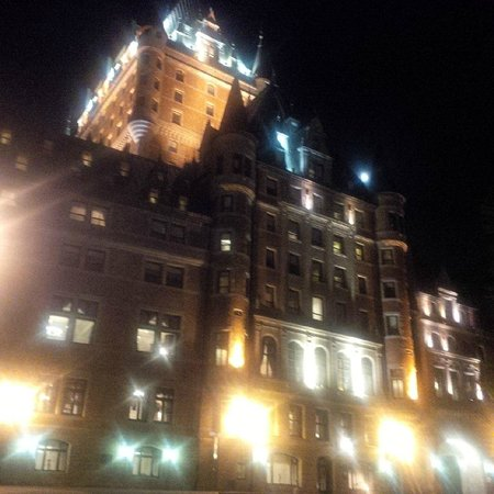 Fairmont Le Chateau Frontenac: Hotel at night