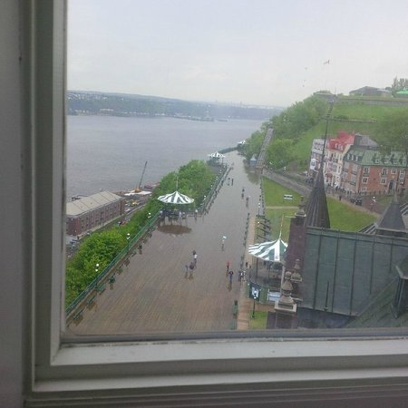 Fairmont Le Chateau Frontenac: Boardwalk view from the room