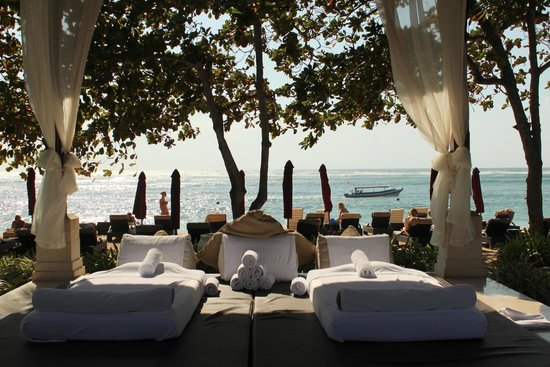 The Laguna, a Luxury Collection Resort & Spa : Massage by the beach