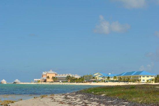 Wyndham Reef Resort: Reff Resort taking from down the beeach