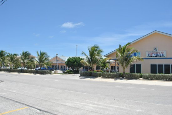 Wyndham Reef Resort: This is the shopping center across the street. Very convenient!