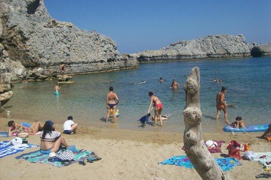 Philipos Studios and Apartment : small beach below apts