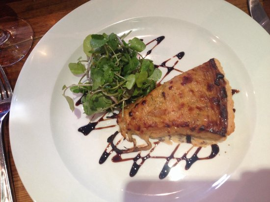Penhelig Arms: Frech onion and gruyere tart