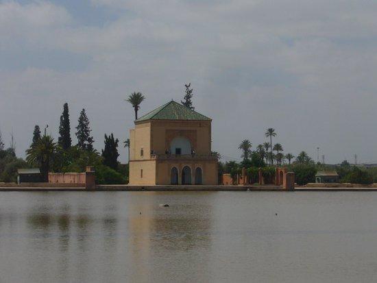 Menara Gardens and Pavilion : PABELLON Y JARDINES DE MENARA