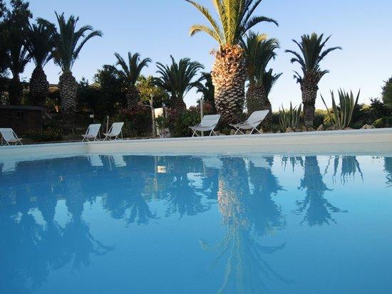 Baglio Vecchio Agriturismo: Relax a bordo piscina