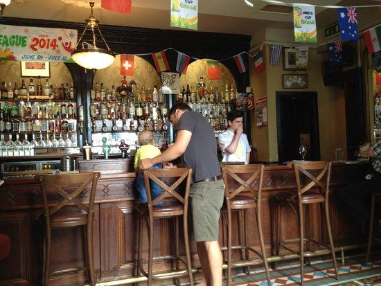 Blarney Castle Hotel: The pub inside the hotel