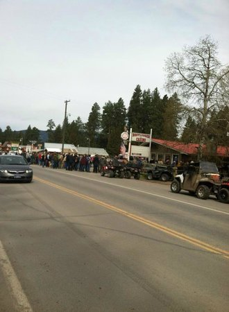 Lincoln, MT : Busy weekend at the Bootlegger