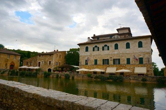 Bagno Vignoni - Picture of Osteria del Leone, Bagno Vignoni ...