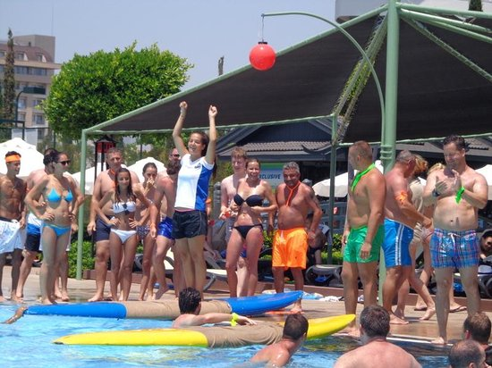 Limak Lara De Luxe Hotel&Resort: competition at pool w Melisa
