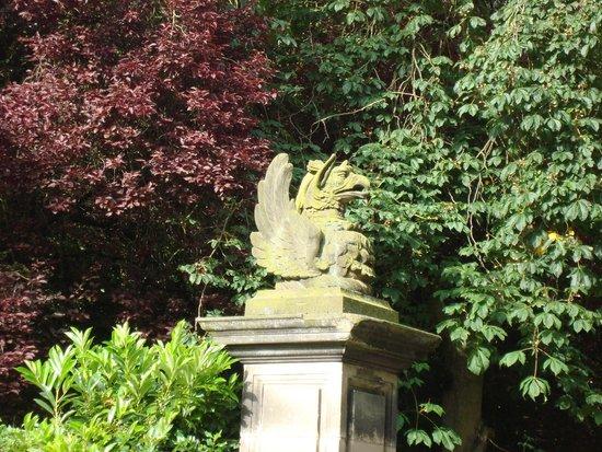 Crathorne Hall Hotel: Gatepost