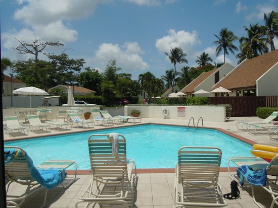 West Wind Club: Westwind Pool Area