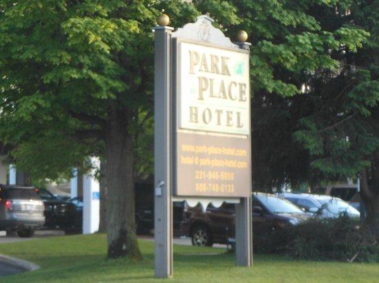 Park Place Hotel: Entrance