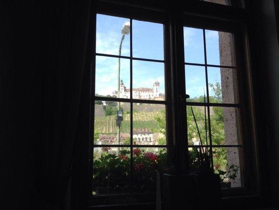 Hotel Walfisch: Aussicht vom Restaurant auf die Festung
